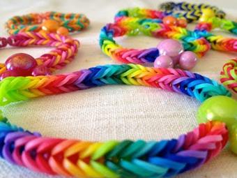 Браслеты из цветных резиночек как плести